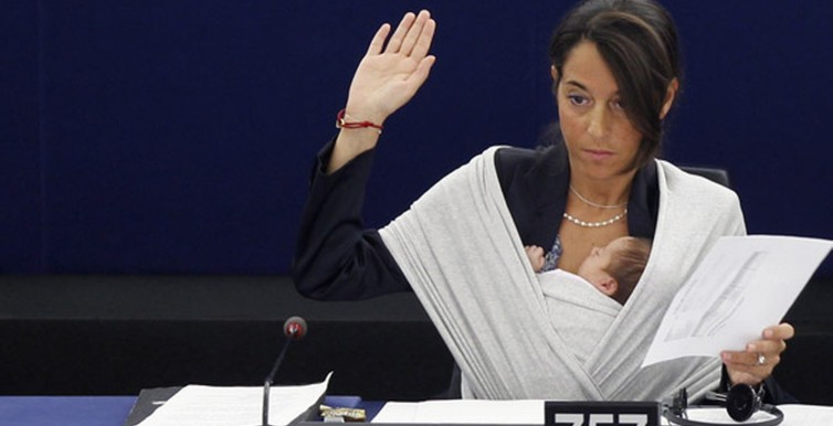 Licia Ronzulli takes part with her baby in a voting session at the European Parliament in Strasbourg-687388